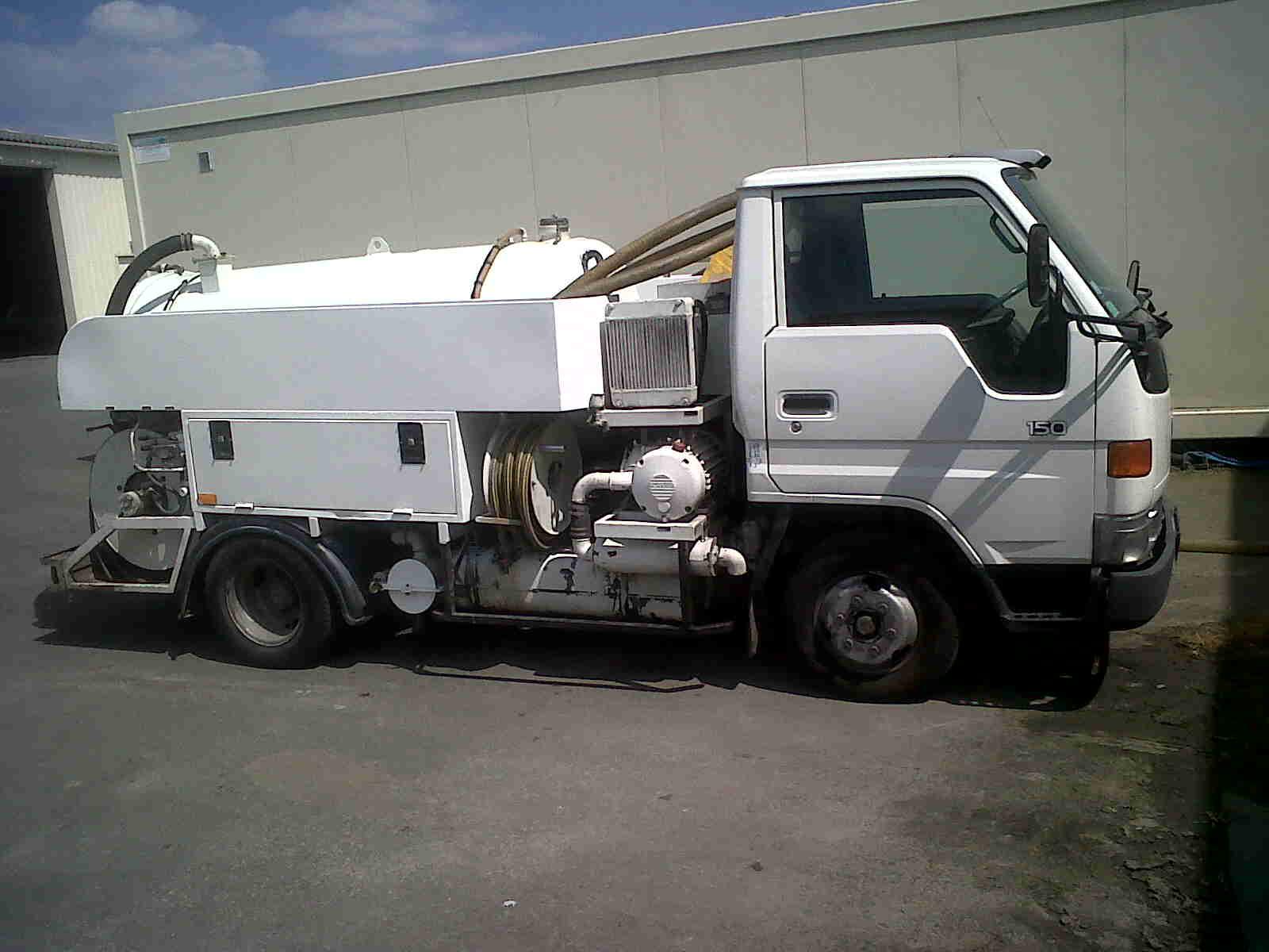 Oriad Poitou Charentes - Intervention 24/7 La rochelle Niort - Recherche de fuite, vidange canalisation, diagnostic réseau - Camion hydrocureur léger